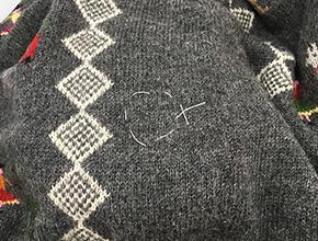 セーターの穴の修理