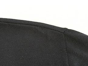 セーターの肩のほつれ