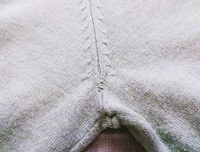 セーターのほつれ