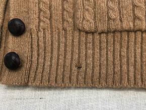 カーディガンの裾の穴修理